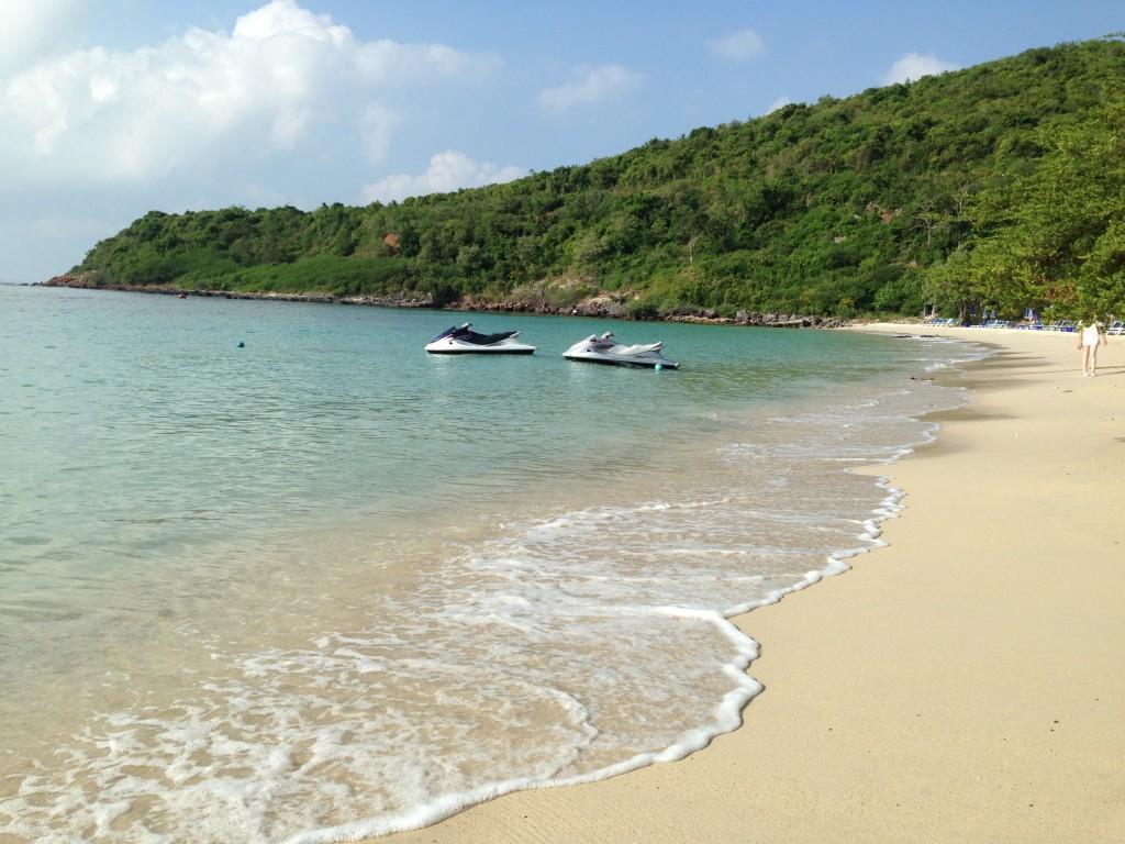 Пляж на соседнем острове Паттайя
