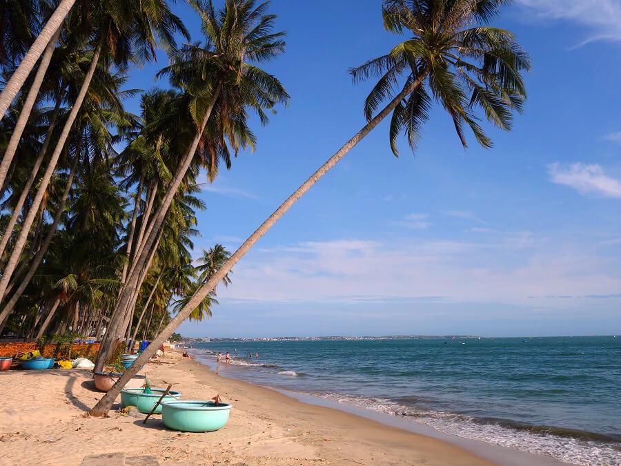 Пляж ближе к рыбацкой деревне