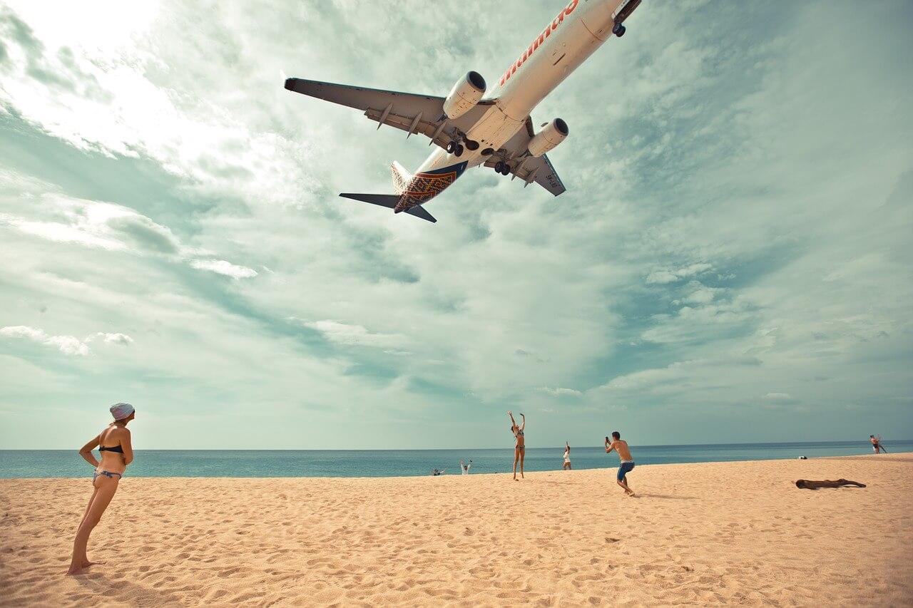 Пляж Май Кхао, Пхукет